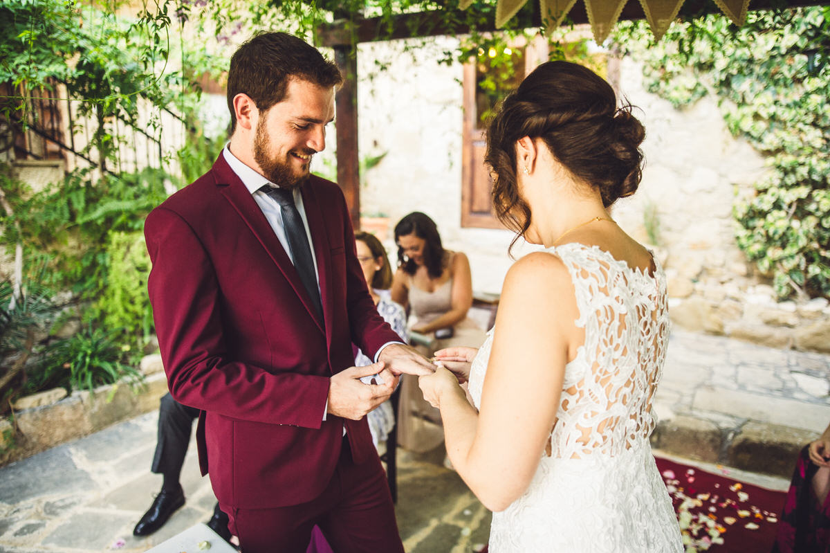 bride gives groom his ring
