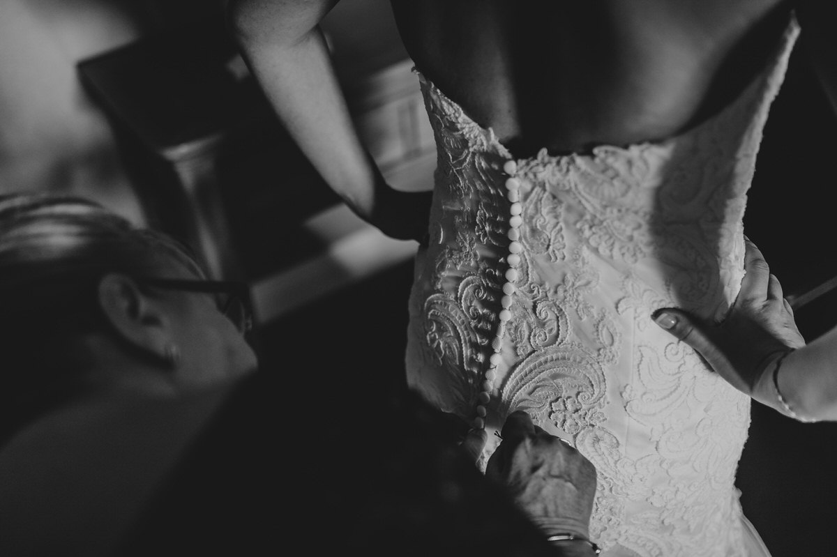 buttons on the back of lace wedding dress
