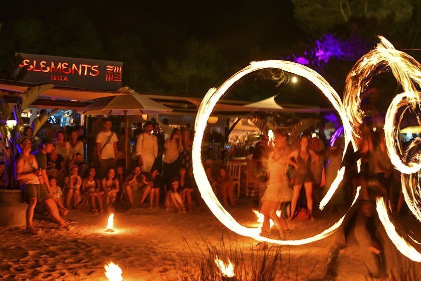 Full-Moon_Party_EssentialIbiza2016_by_Andrei_Oprescu_feature1 1