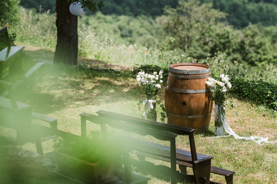 If you're planning a wedding in Tuscany or dreaming of a destination big day, don't miss this couple's Livernano Estate Wedding, inspired by Italian wine...